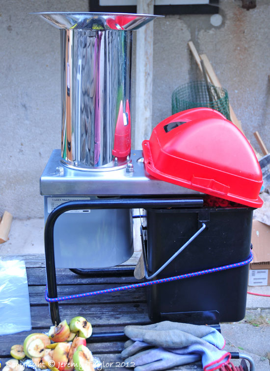 making apple juice - the shredder