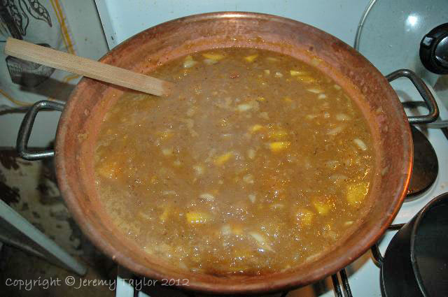simmering chutney