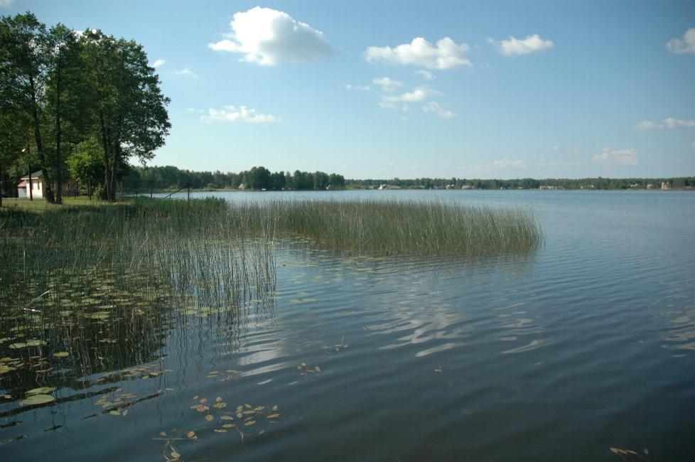 Grutas Lake