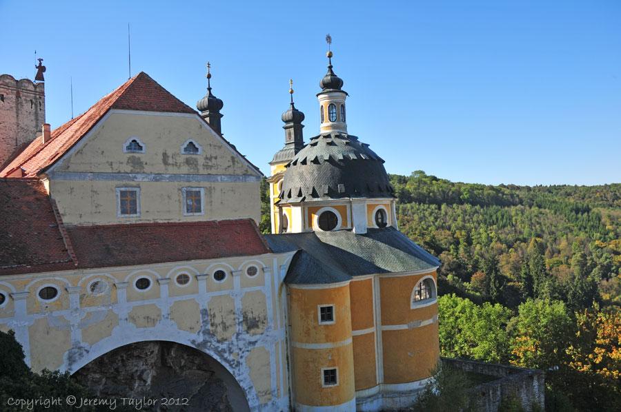 Vranov chateau courtyard